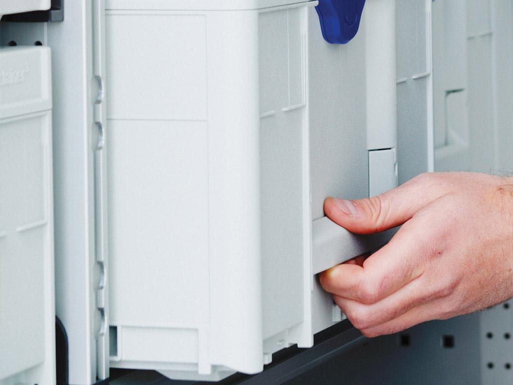 Direct integration into bott vario3 van racking thanks to side rails and foldable handle.